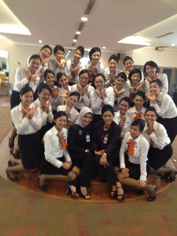 Bersama teman-teman lainnya yang mengikuti pendidikan pramugari Garuda Indonesia