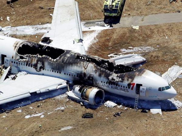Pesawat Asiana Airlines mengalami kecelakaan di San Francisco pada Sabtu 6 Juli 2013. (foto oleh: Darryl Bush, AP)