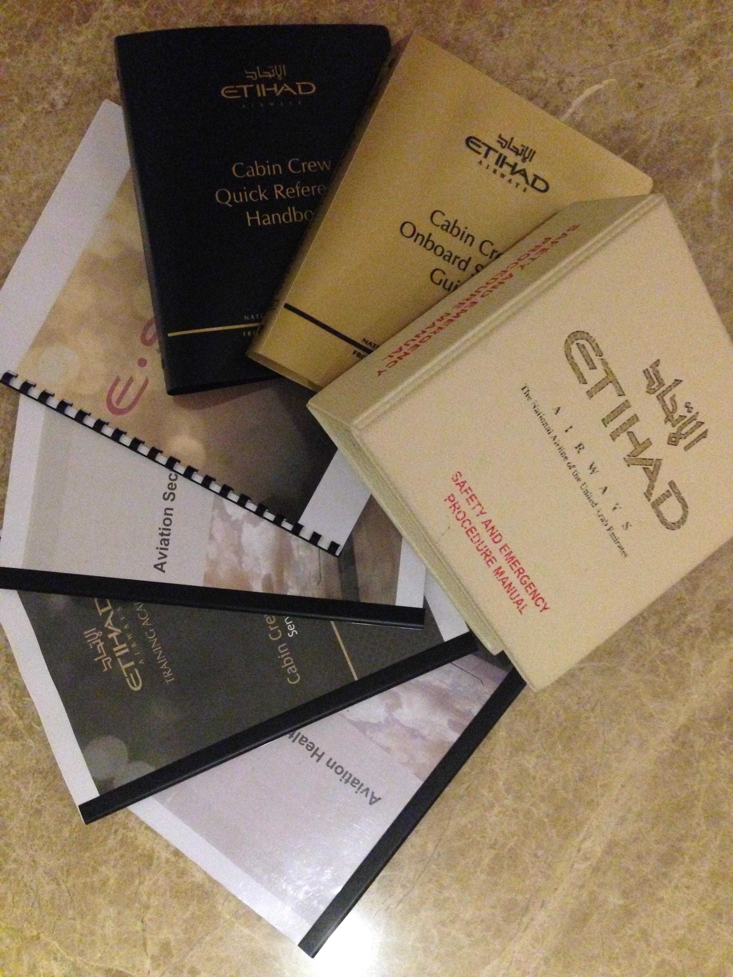 Inilah manual dan buku-buku yang harus dipelajari Arrum selama masa training. Yang mau jadi cabin crew, harus rajin membaca ya :)