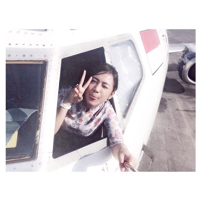 Selfie sejenak bersama engine-nya Boeing 737-400 milik Trigana yang sedang parkir di bandar udara Juanda Surabaya di Sidoarjo.